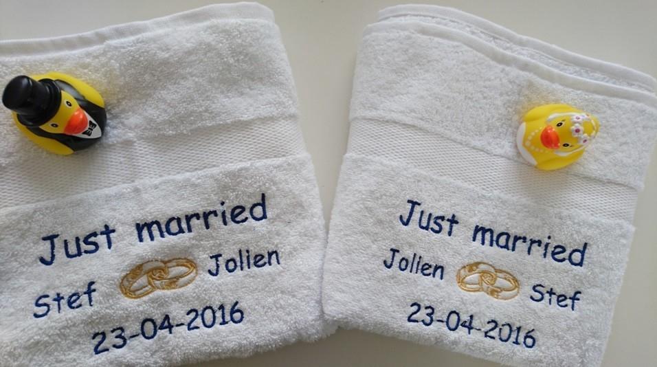 Just Married Handdoek.Handdoek Just Married Met Namen En Trouwringen