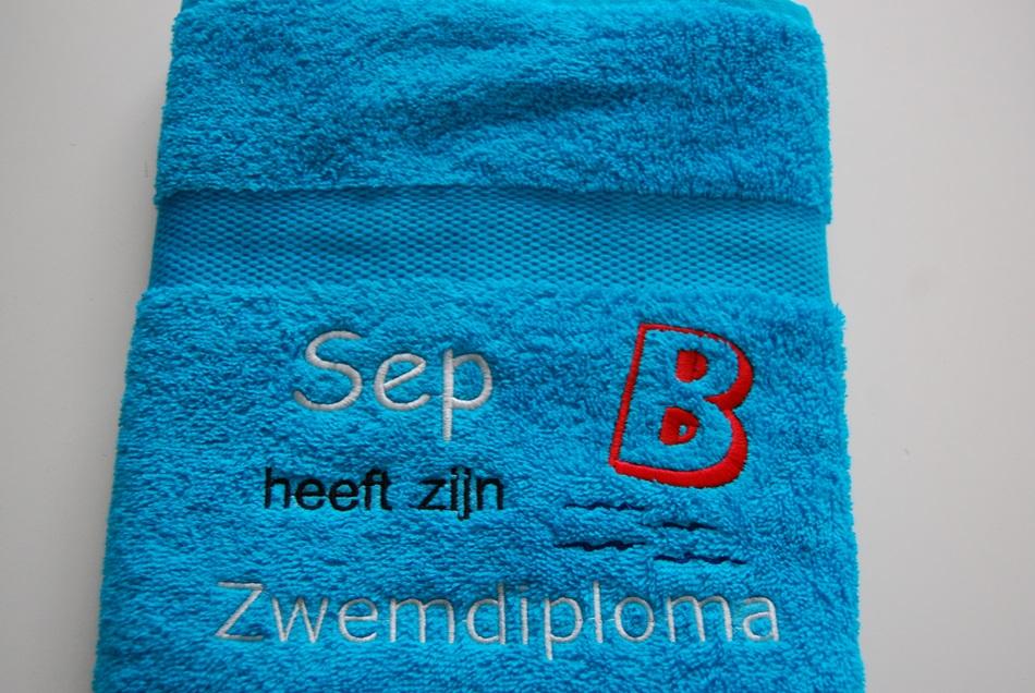 60dbee9f4a0 Zwemdiploma B Blauwe handdoek met Naam