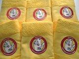 gele badlaken met logo