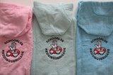 warme poncho met logo geborduurd