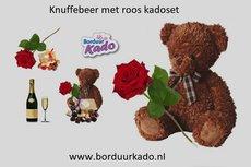 Knuffelbeer met Roos