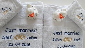 Handdoek Just Married met Namen en Trouwringen