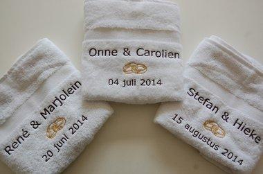 Handdoek met trouwringen / Huwelijkscadeau / Kado voor huwelijk