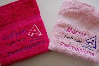 Zwemdiploma A handdoek roze met Naam
