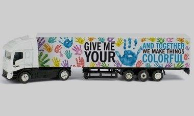 Mini vrachtwagen met logo