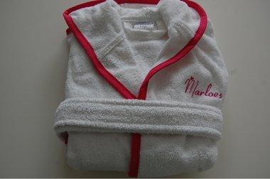 Kinderbadjas met naam Wit met Roze bies 1-2 jaar