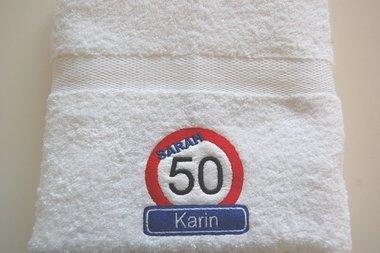 Sarah 50 jaar verkeersbord