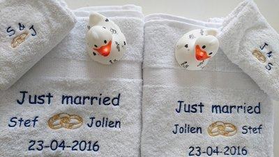 Handdoek Just Married met Namen en Trouwringen