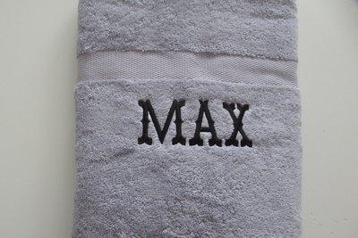 lichtgrijze handdoek met naam