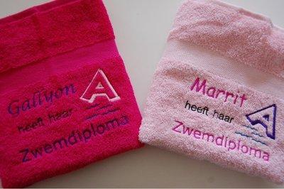 Super Zwemdiploma handdoek roze A, B of C met Naam - BorduurKado.nl @WK49