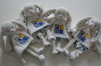 Knuffelkonijn met bedrijfslogo / Tutpoppetjes met Logo
