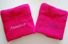 Kraamkado handdoek met roze met naam