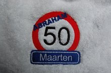 Abraham-50-jaar-verkeersbord