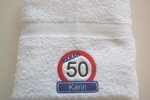 Sarah-50-jaar-verkeersbord